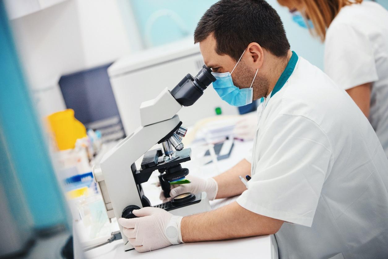 Laboratoire biomédical: les différents services d'un labo